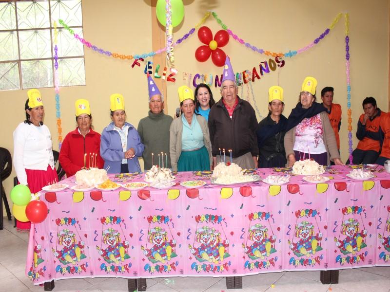 con mucha algaraba las y los adultos mayores celebraron su cumpleaos - Cumpleaos Adultos