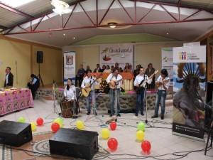 """El Grupo de Música Folklórica """"INTIWAMAN"""" cautico con sus interpretaciones al público presente"""