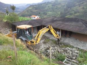 Los trabajos de mejoramiento se cumplen en la casa comunal de Sacre