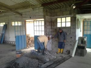 Los trabajos de mejoramiento se cumplen en la casa comunal de Sacre 2