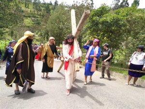 La Escenificación del Viacrucis de Guachapala mantiene tradiciones únicas en el Azuay.