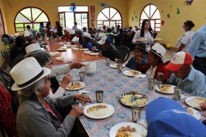 Luego del programa sociocultural todos los presentes disfrutaron de un delicioso almuerzo