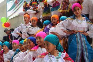 """La Niñez de la escuela de educación básica """"Ciudad de Guachapala"""" contagio con su alegría a los presentes."""