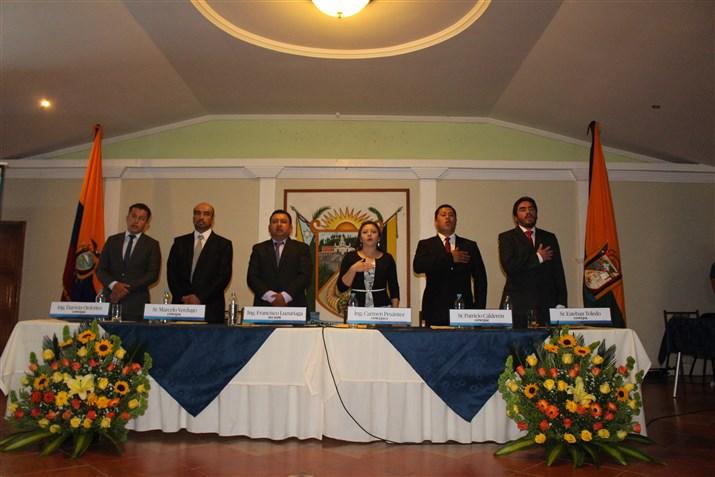El concejo cantonal de Guachapala en pleno durante su primera sesión inaugural.