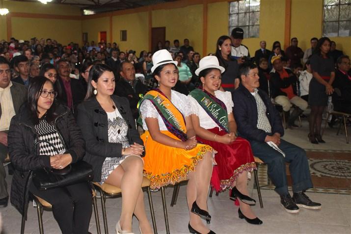 El salón municipal recibió a la ciudadanía que audio al solmene acto.
