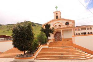 Vista frontal de la iglesia del Santuario Andacocha